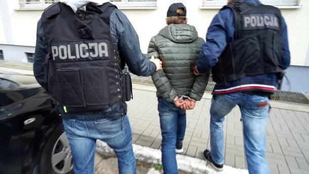 Fałszywy policjant z wyłudzonymi pieniędzmi wpadł w ręce bydgoskich funkcjonariuszy