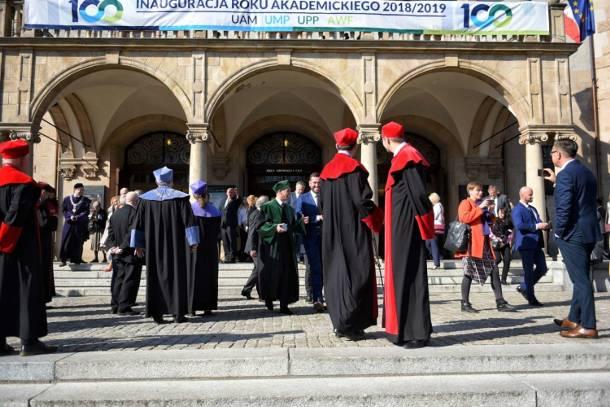 Poznań: Alarm bombowy w Auli UAM i ewakuacja w czasie przemówienia ministra Jarosława Gowina