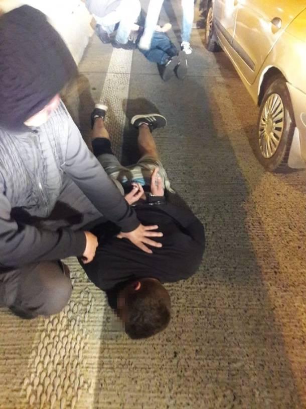 Opolskie: Metodą na wnuczka wyłudzili 100 tys zł. Policja zatrzymała ich na A4