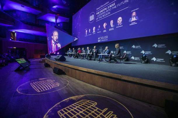 """CYBERSEC 2018: """"Cyfrowa autostrada"""" na liście projektów priorytetowych, przyjętych przez szczyt państw Trójmorza"""