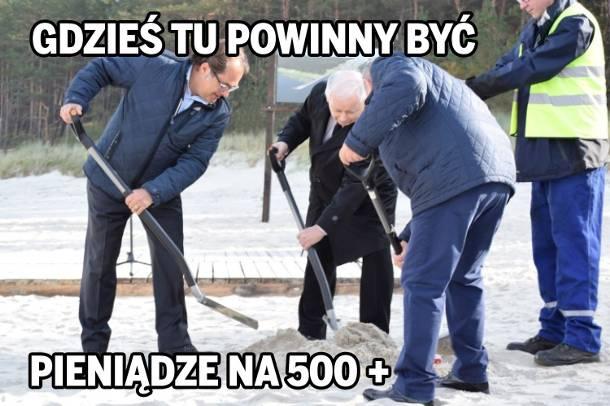 """Jarosław Kaczyński zaczął przekopywać mierzeję. """"Gdzieś tu powinny być pieniądze na 500+"""" [MEMY]"""