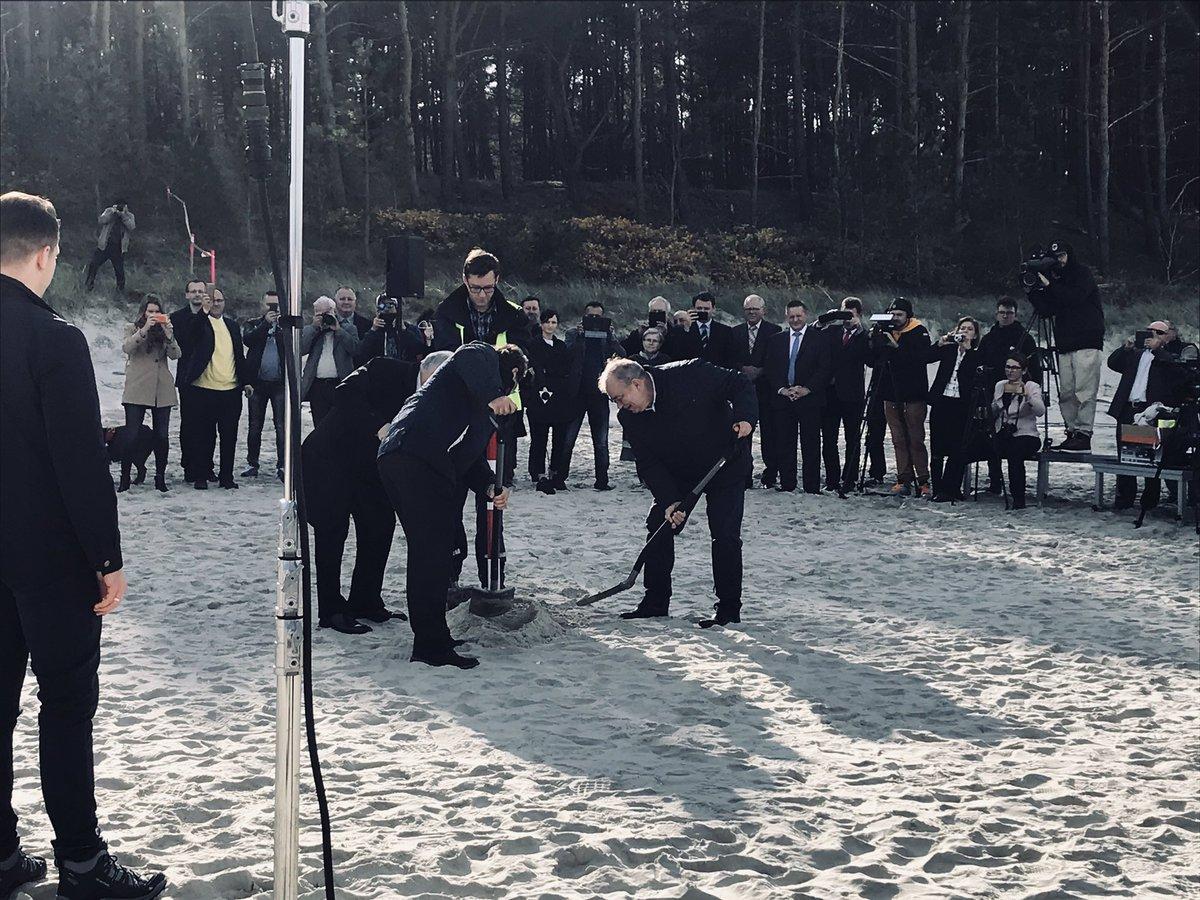 Kaczyński z łopatą. Symbolicznie rozpoczęto przekop Mierzei Wiślanej