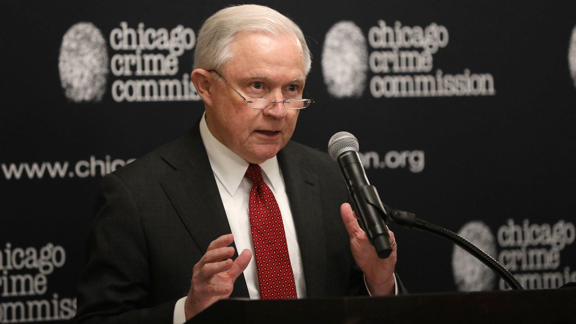 Prokurator generalny Jeff Sessions krytykuje reformę chicagowskiej policji