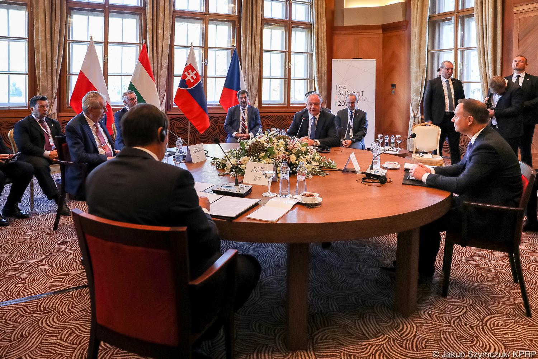 Szczyrbskie Jezioro: Rozpoczęło się spotkanie prezydentów V4