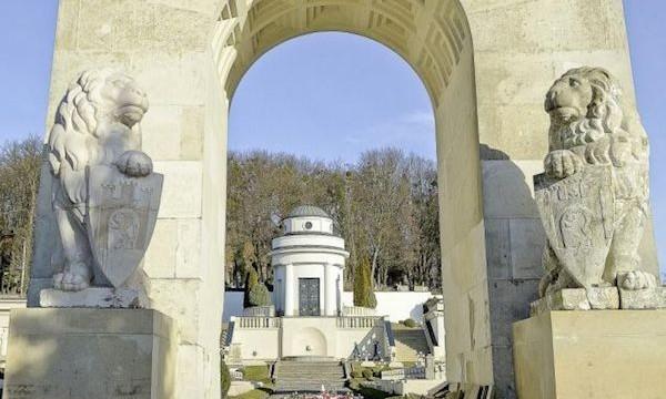 Ukraina: Zniszczono konstrukcje osłaniające rzeźby lwów na Cmentarzu Orląt