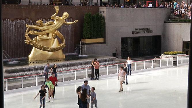 Sezon zimowy na lodowisku przy Rockefeller Center rozpoczęty