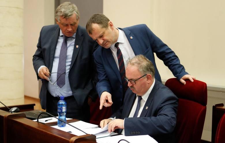 PiS we władzach samorządu województwa podkarpackiego bierze wszystko. Przez zaskoczenie
