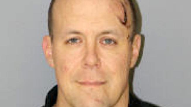 Postawiono zarzuty mężczyźnie za wjechanie w komendę policji w Arlington Heights