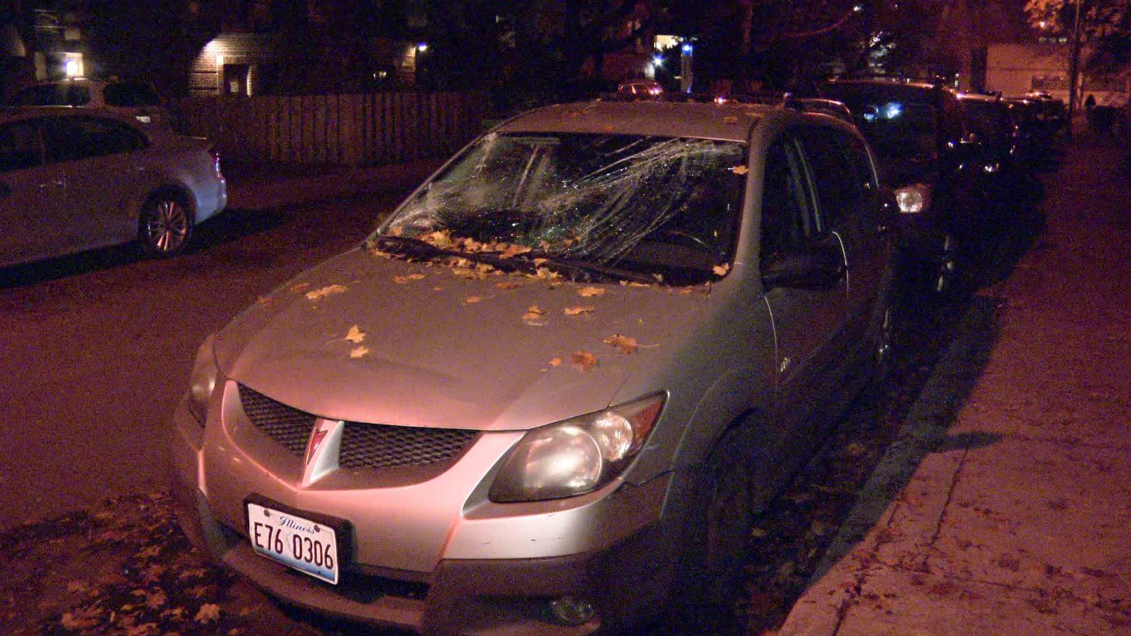 Akt wandalizmu w Hyde Park. Uszkodzono blisko 20 samochodów (VIDEO)