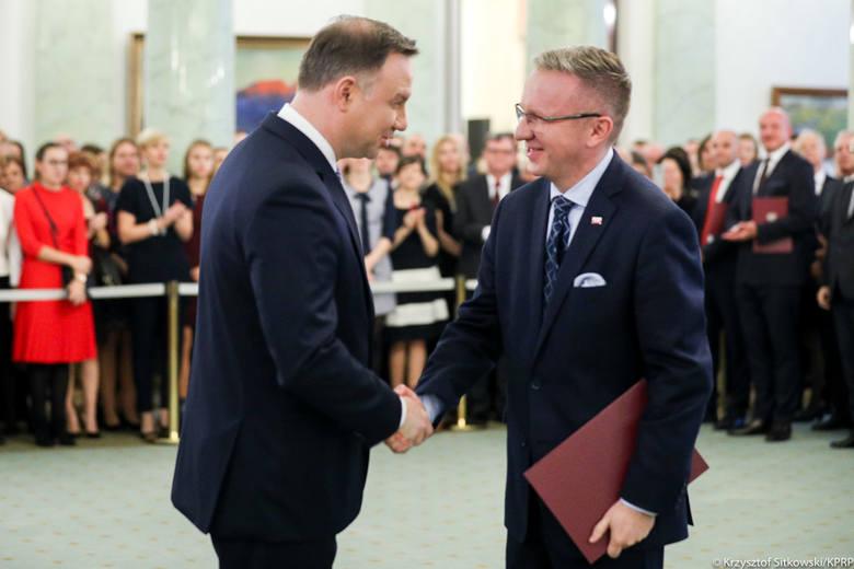 Prezydent Andrzej Duda wręczył nominacje profesorskie 56 naukowcom, w tym swojemu podwładnemu…