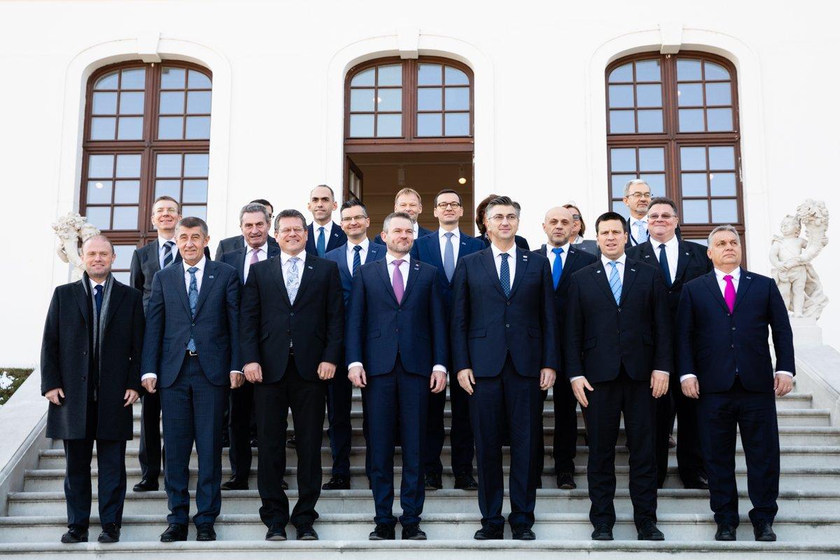 """Morawiecki w Bratysławie: Jest duża szansa na to, by nowy unijny budżet był """"jak najbardziej satysfakcjonujący"""" dla Polski"""