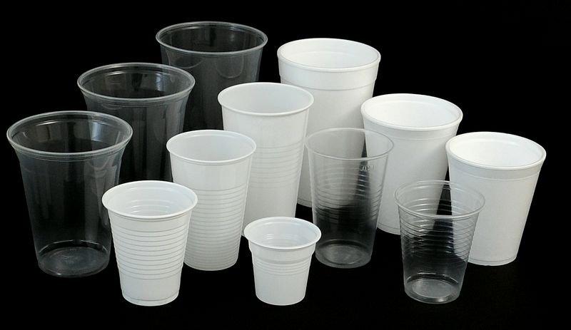 Plastikowe talerze i słomki będą zakazane w UE od 2021