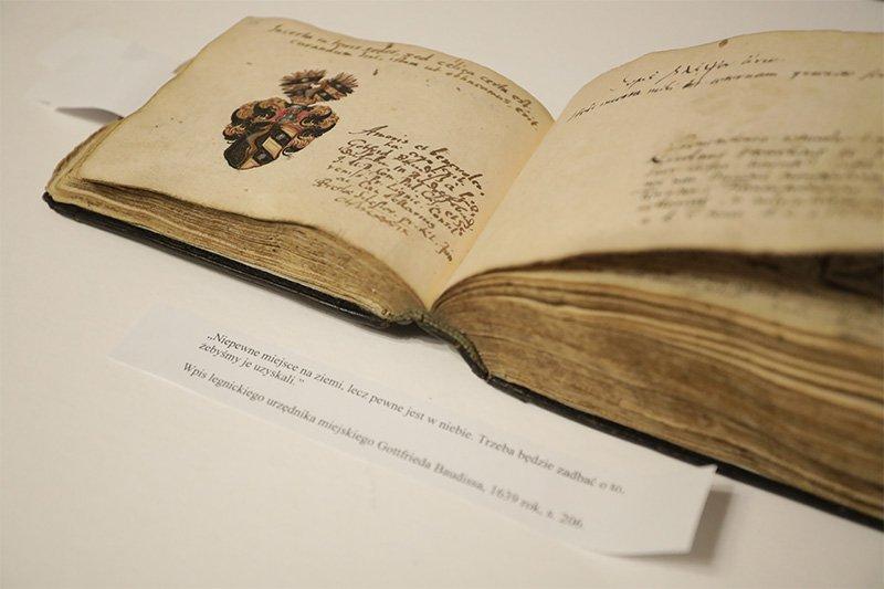 Odzyskany XVII-wieczny sztambuch powrócił do Biblioteki Uniwersyteckiej we Wrocławiu