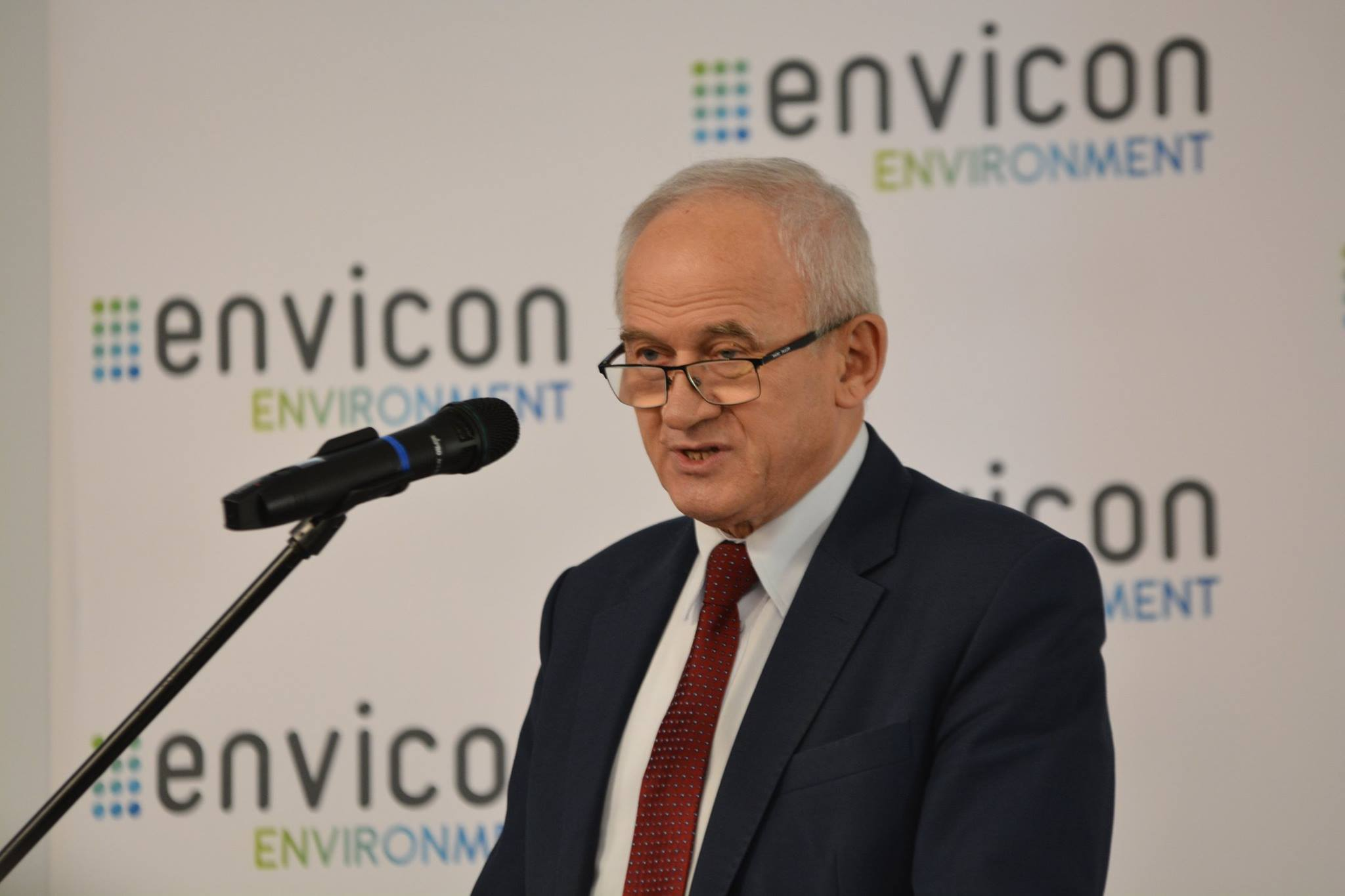 Minister Tchórzewski jest w poważnych opałach. Chodzi o ceny prądu. Czy tym razem wyjdzie z opresji?