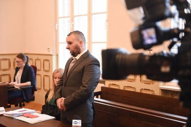 """Kujawy: Ruszył proces Bartosza D., oskarżonego o skatowanie psa Fijo. """"Tylko upadłem na psa"""", """"Polowali na mnie i skopali"""""""
