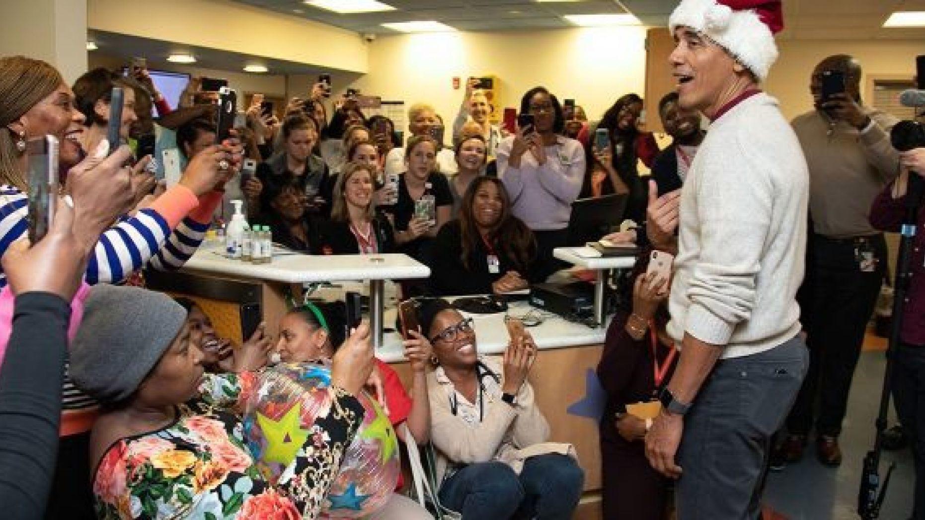 Barack Obama rozdał prezenty małym pacjentom szpitala w Waszyngtonie