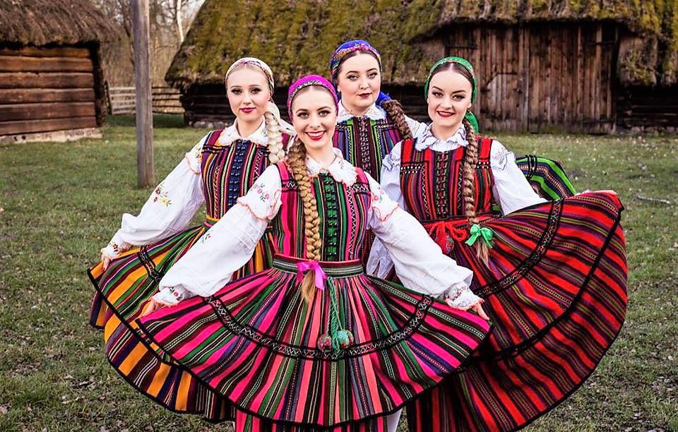 Grupa Tulia leci do USA na Polish Heritage Day w Los Angeles. Dziewczyny zaśpiewają hymn USA podczas meczu NBA