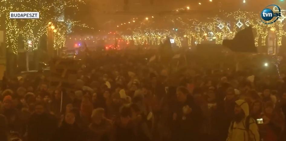 """Węgry: Protesty antyrządowe w kilku miastach Węgier przeciwko tzw. """"ustawie niewolniczej"""""""