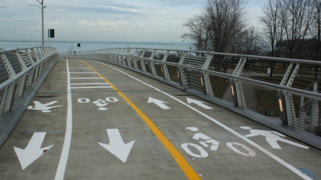 Otwarto Navy Pier Flyover czyli most dla pieszych i rowerzystów nad Lake Shore Drive