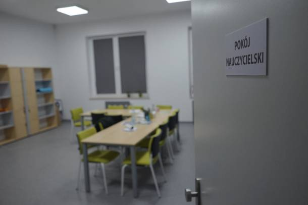 Egzaminy szkolne zagrożone. MEN: Osoby posiadające kwalifikacje pedagogiczne mogą zgłaszać się do kuratoriów