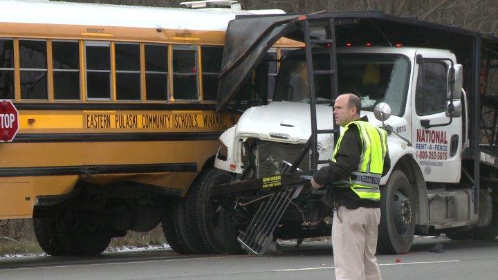 Wypadki z udziałem szkolnych autobusów w Illinois i Indianie. Zginęły 3 osoby