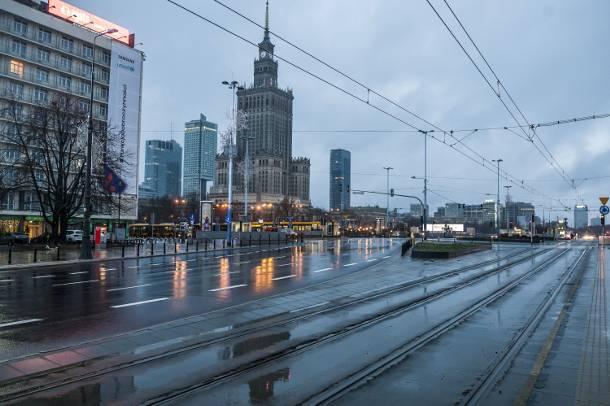 Puste ulice w Warszawie można zobaczyć bardzo rzadko. Teraz jest okazja [ZOBACZ]