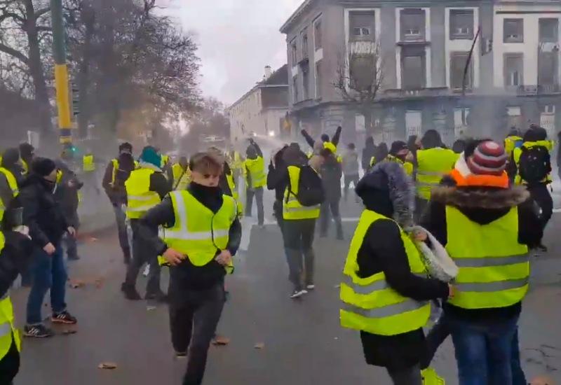 """Francja: Więcej """"żółtych kamizelek"""" niż poprzednio, starcia nie tylko w Paryżu"""