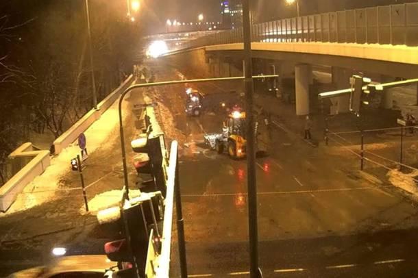 Poważna awaria w Krakowie. Woda zalała jedną z głównych ulic