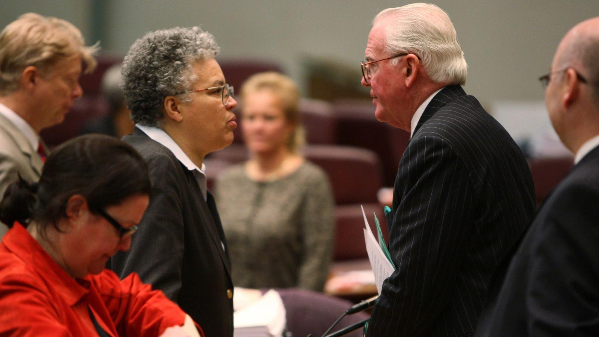 Finansowe powiązania ze skorumpowanym radnym mogą zniszczyć polityczną karierę Toni Preckwinkle