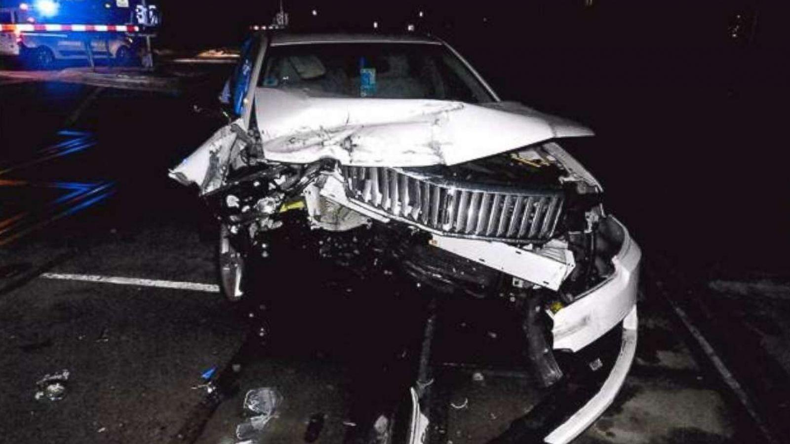 Samochód utknął na przejeździe kolejowym w Lombard. Uratowano 96-letnią kobietę