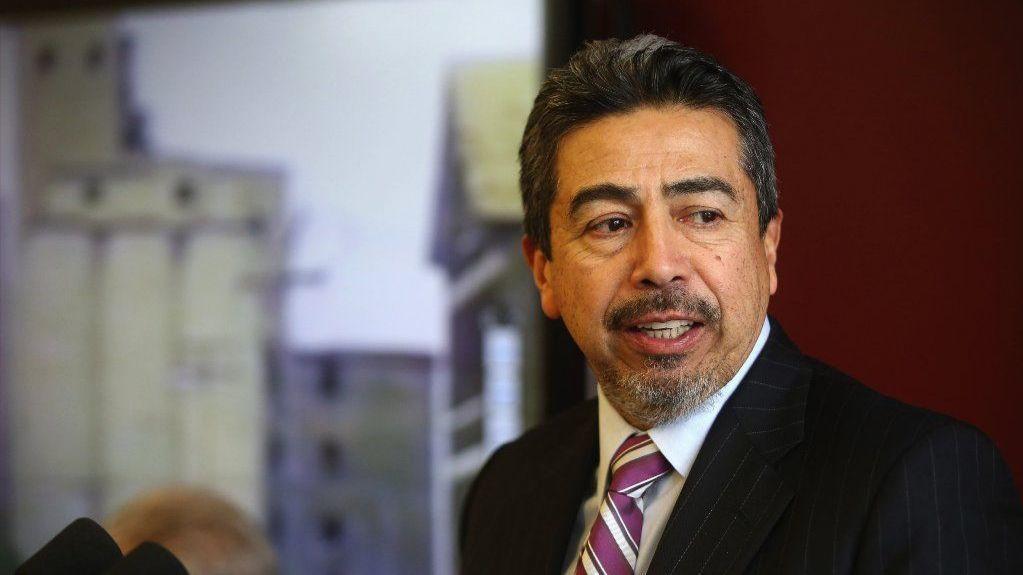 Radny Danny Solis rezygnuje z prowadzenia komisji ds. budownictwa