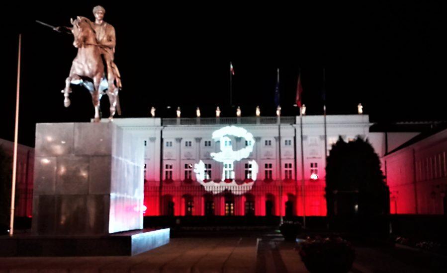 Znak Polski Walczącej wśród symboli nazistowskich!? Polonia w Nowym Jorku protestuje