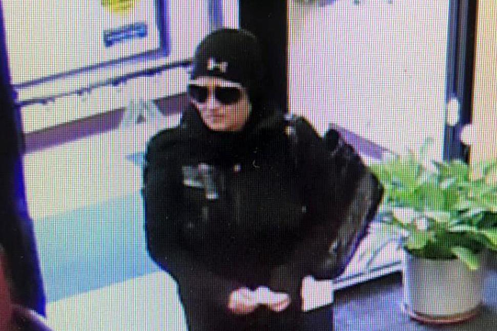 Chciała okraść bank, ale się rozmyśliła. Szuka jej policja