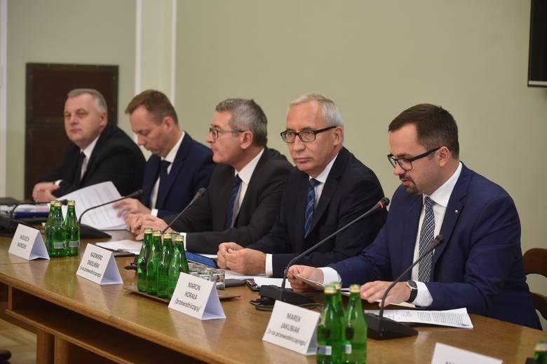 Komisja ds. VAT przesłuchała byłego szefa ABW Krzysztofa Bondaryka. 21 marca ma się stawić przyboczny Tuska Paweł Graś