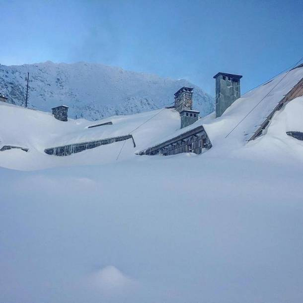 Tatry: 42 osoby utknęły w schroniskach górskich. Część zwiezie TOPR śmigłowcem