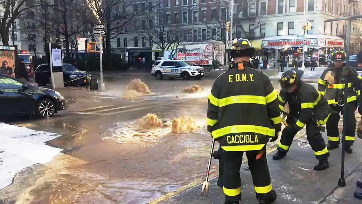 Tafla lodu na ulicy na górnym Manhattanie