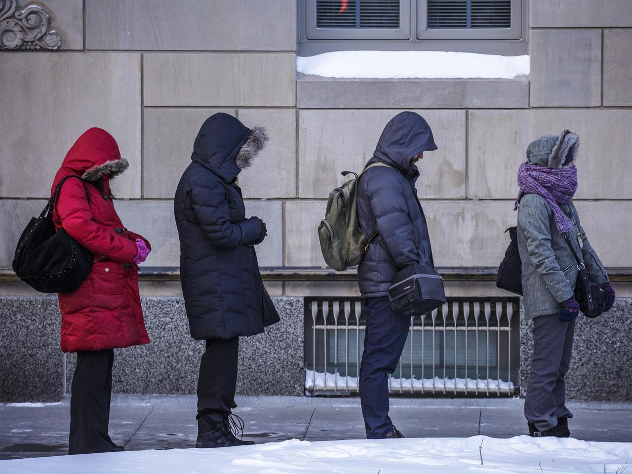 """Odwołane loty, zamknięte szkoły i urzędy…Chicago przypomina """"miasto duchów"""""""