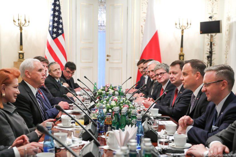 Prasa w USA o konferencji w Warszawie