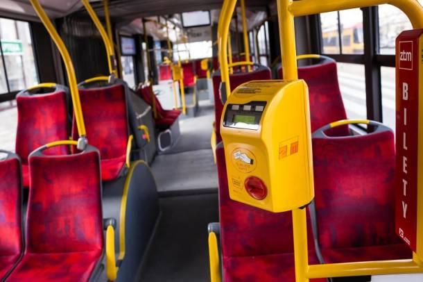 Warszawa: Niepokojący kurs autobusu 523. Pijany Arab zaczepiał pasażerów, nachalnie podrywał i pozostawił bagaż