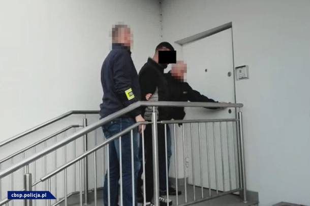 21 kg narkotyków, elementy umundurowania policyjnego. CBŚP rozbiło gang działający na Mazowszu i Podkarpaciu