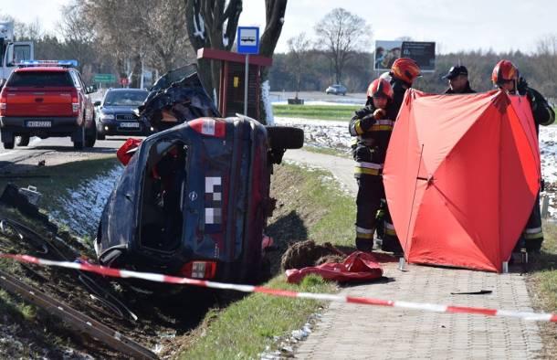 Podlasie: Tragiczny wypadek na DK 61. Zginęła dwójka dzieci. Kobieta krzyczała: Ratujcie dzieci!