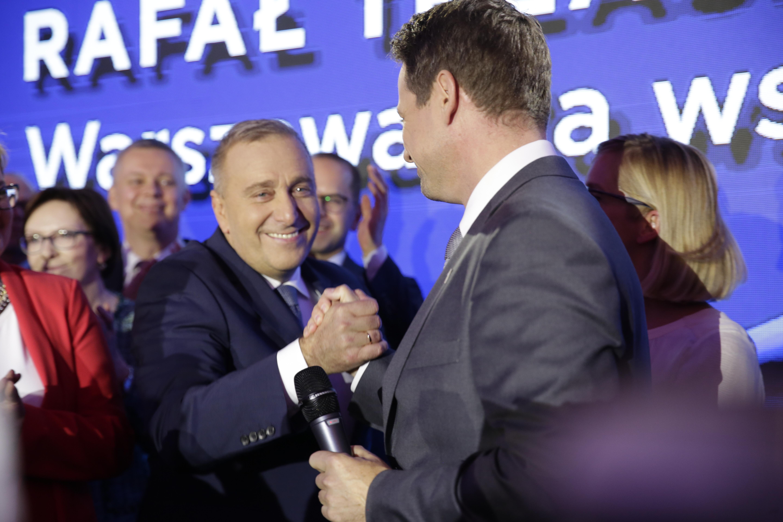 Grzegorz Schetyna zapewnia, że PO nie odbierze 500 plus