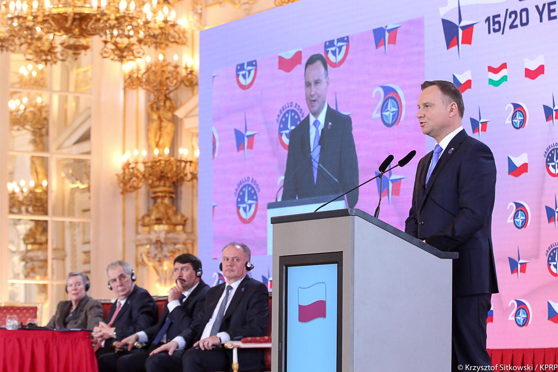 Prezydent w Pradze: Polacy muszą poczuć obecność NATO, by w nie uwierzyć