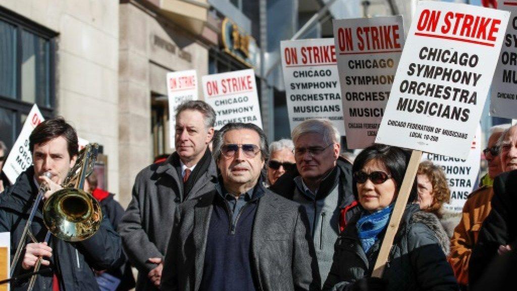 Rahm Emanuel podjął się mediacji między strajkującymi muzykami a dyrekcją Orkiestry Symfonicznej