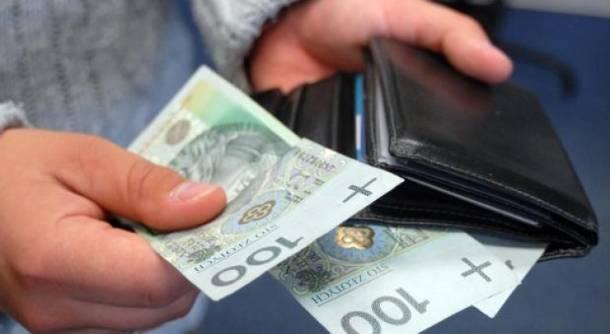 """Premier: """"W 2020 roku pensja minimalna może być wyższa niż 2450 zł"""""""