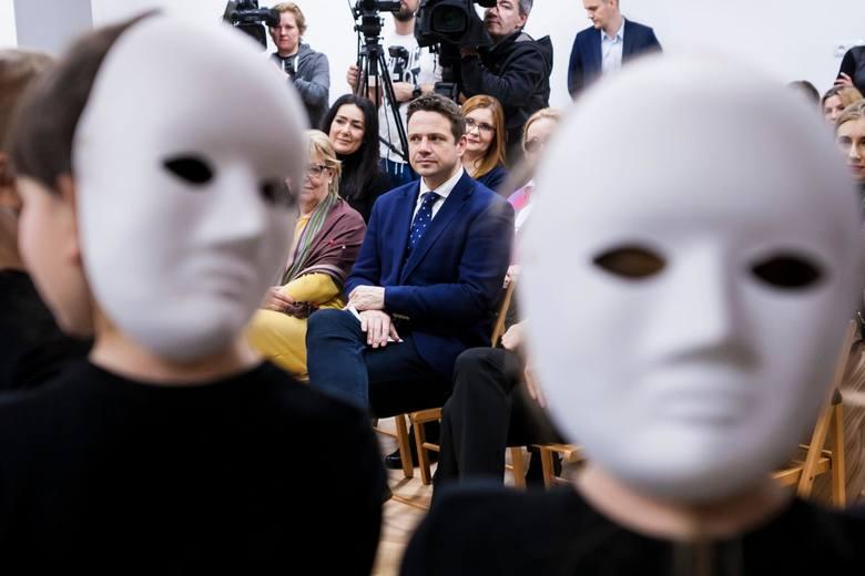 Deklaracja LGBT+ budzi emocje. Prezydent Warszawy Rafał Trzaskowski w ogniu krytyki