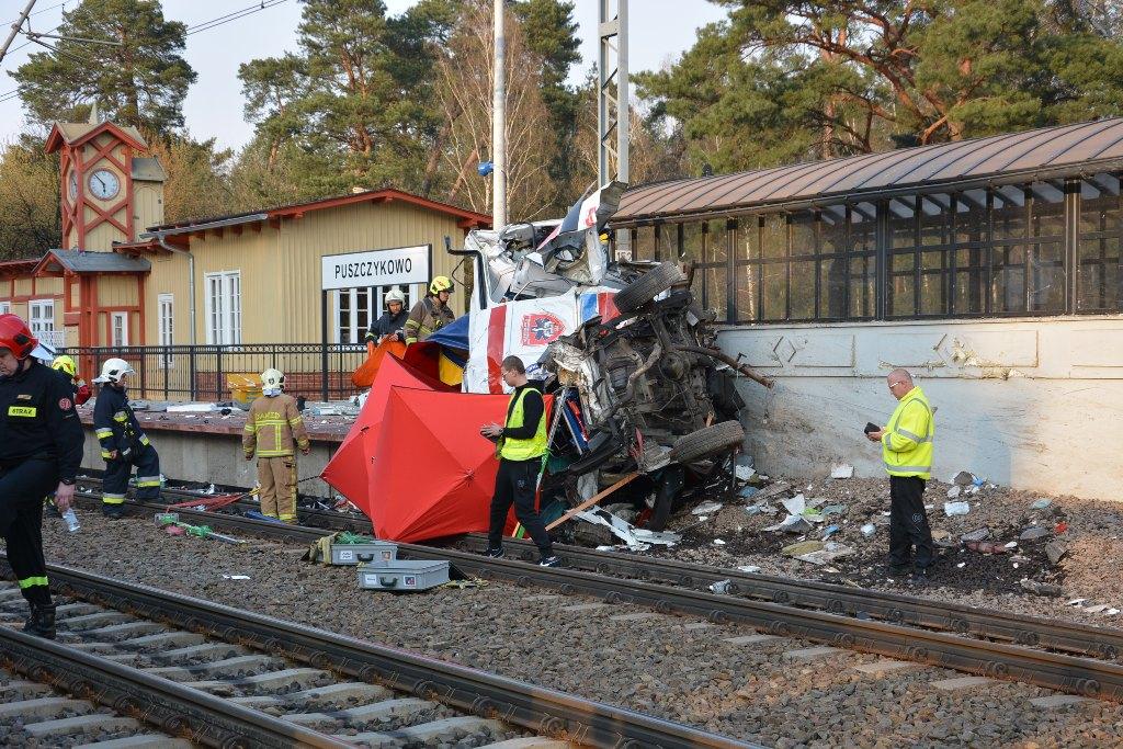 Wypadek karetki w Puszczykowie: kierowca usłyszał zarzuty