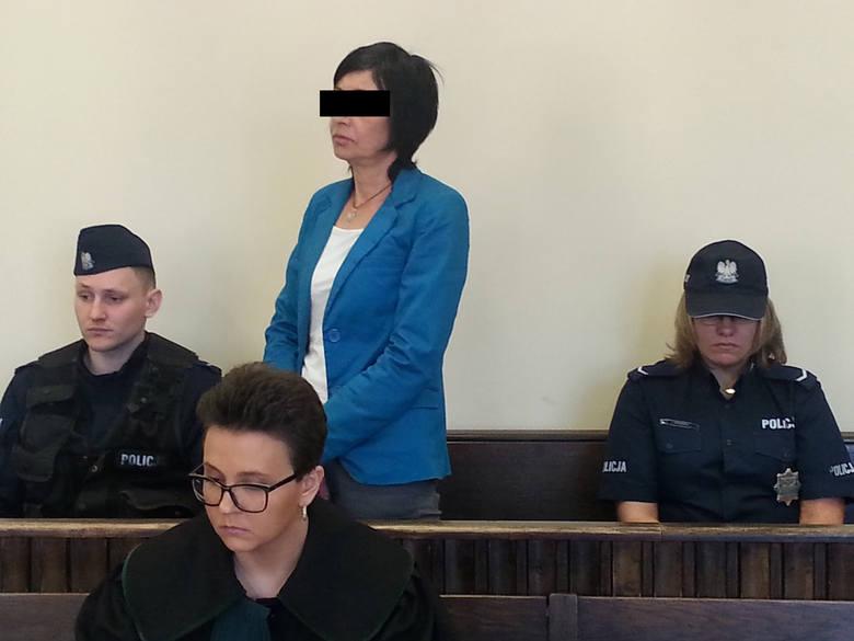 """Tragedia w Kutnie. 53-latka przed sądem: """"Myślałam, że jak zobaczy nóż, to się uspokoi"""""""