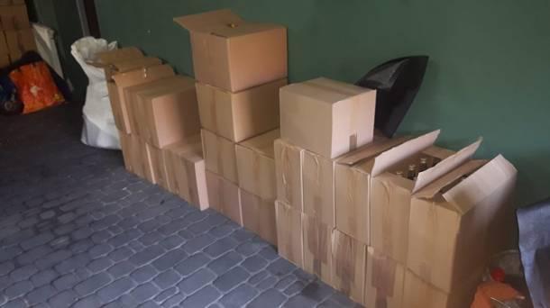 Śląsk: Policyjny nalot na nielegalną hurtownię: 45-latek miał 1500 litrów alkoholu i 60 kg tytoniu