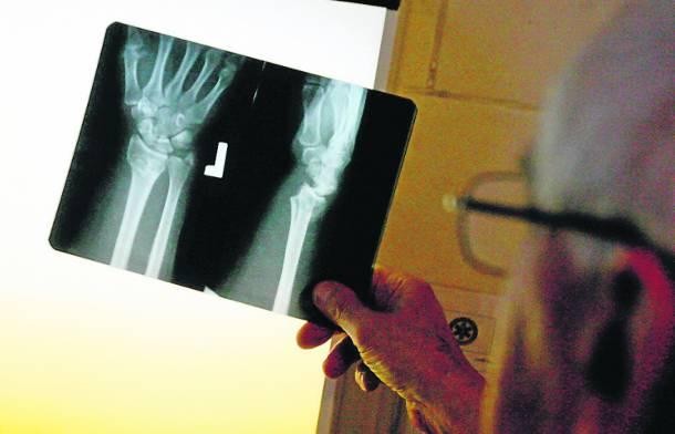Oleśnica: 10-latek został odesłany ze złamaną ręką do domu